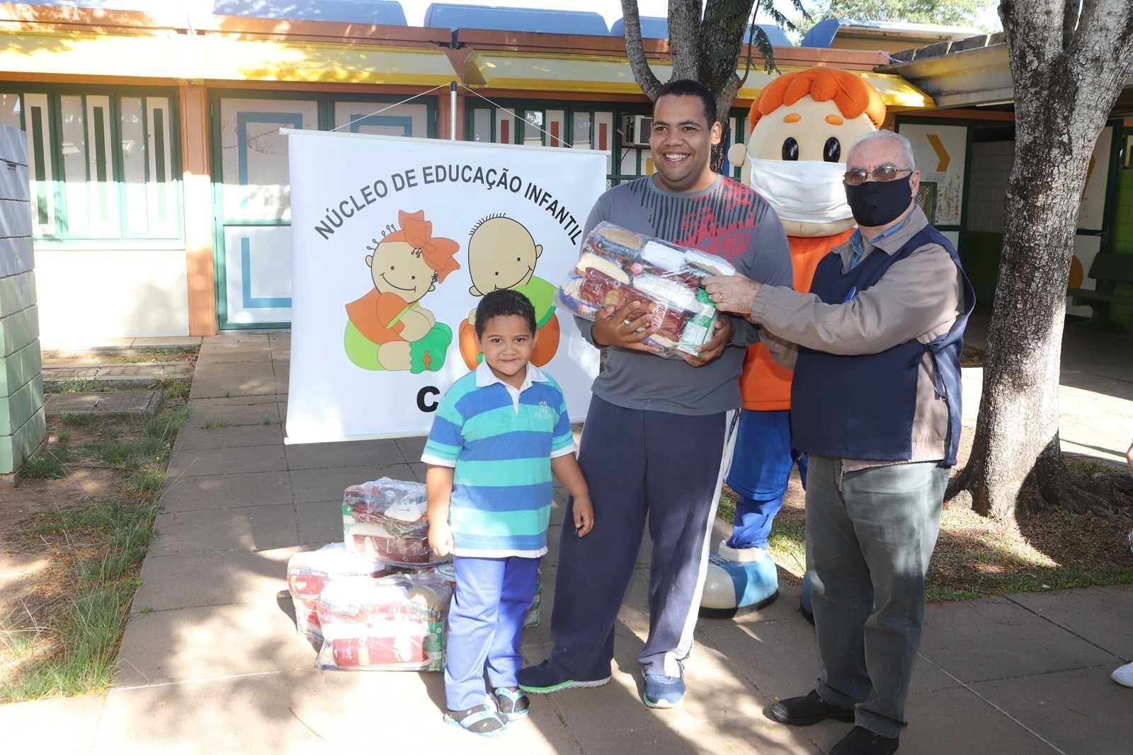 Dores em Ação Social: Doações Escola Caic