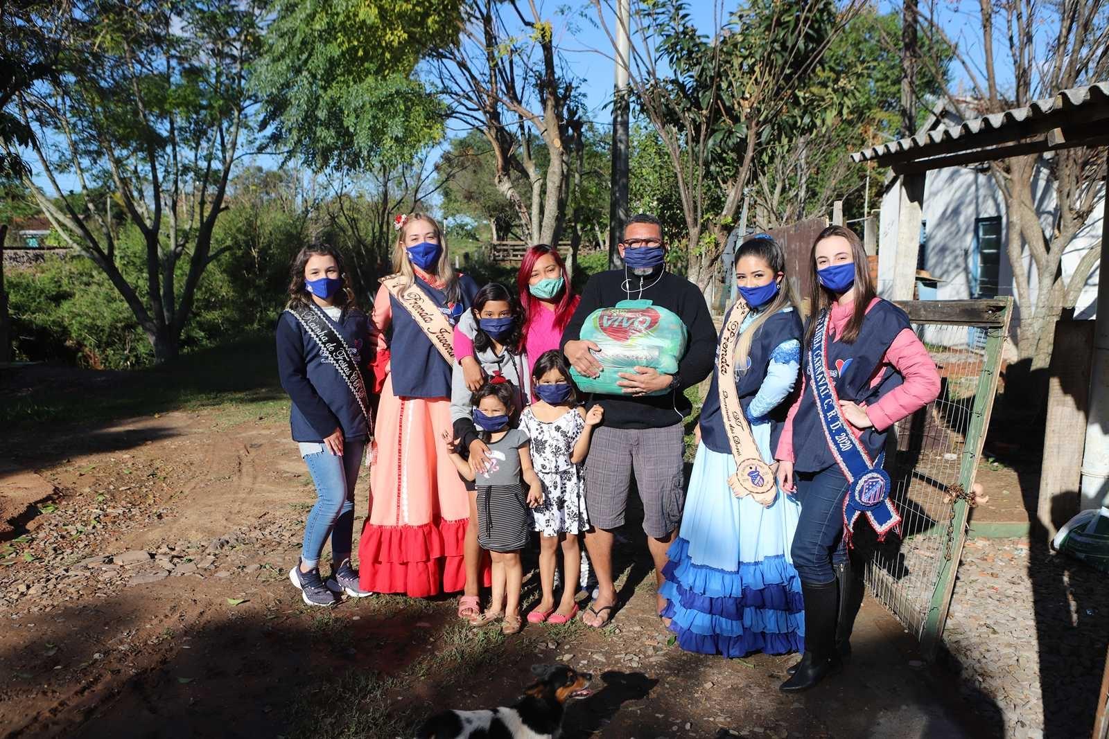Dores em Ação Social - Comunidade da Vila Favarin e N. Sra. da Glória