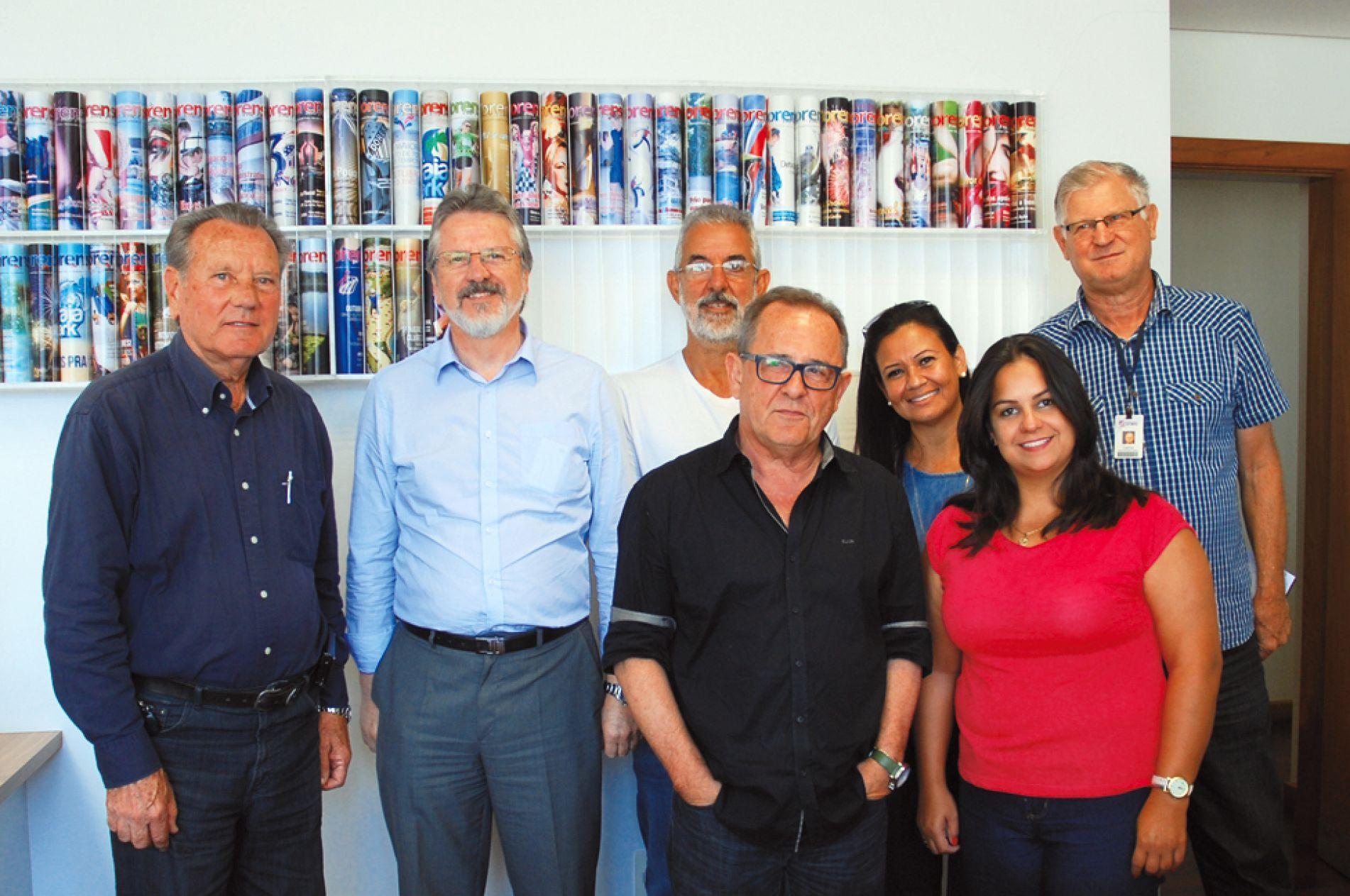 Da esquerda para a direita: Ademir Pozzobon, Ricardo Gehling, Geraldo Ache, Eládio da Cunha, Linda Lopes, Núbia Lacerda e Carlos Londero.
