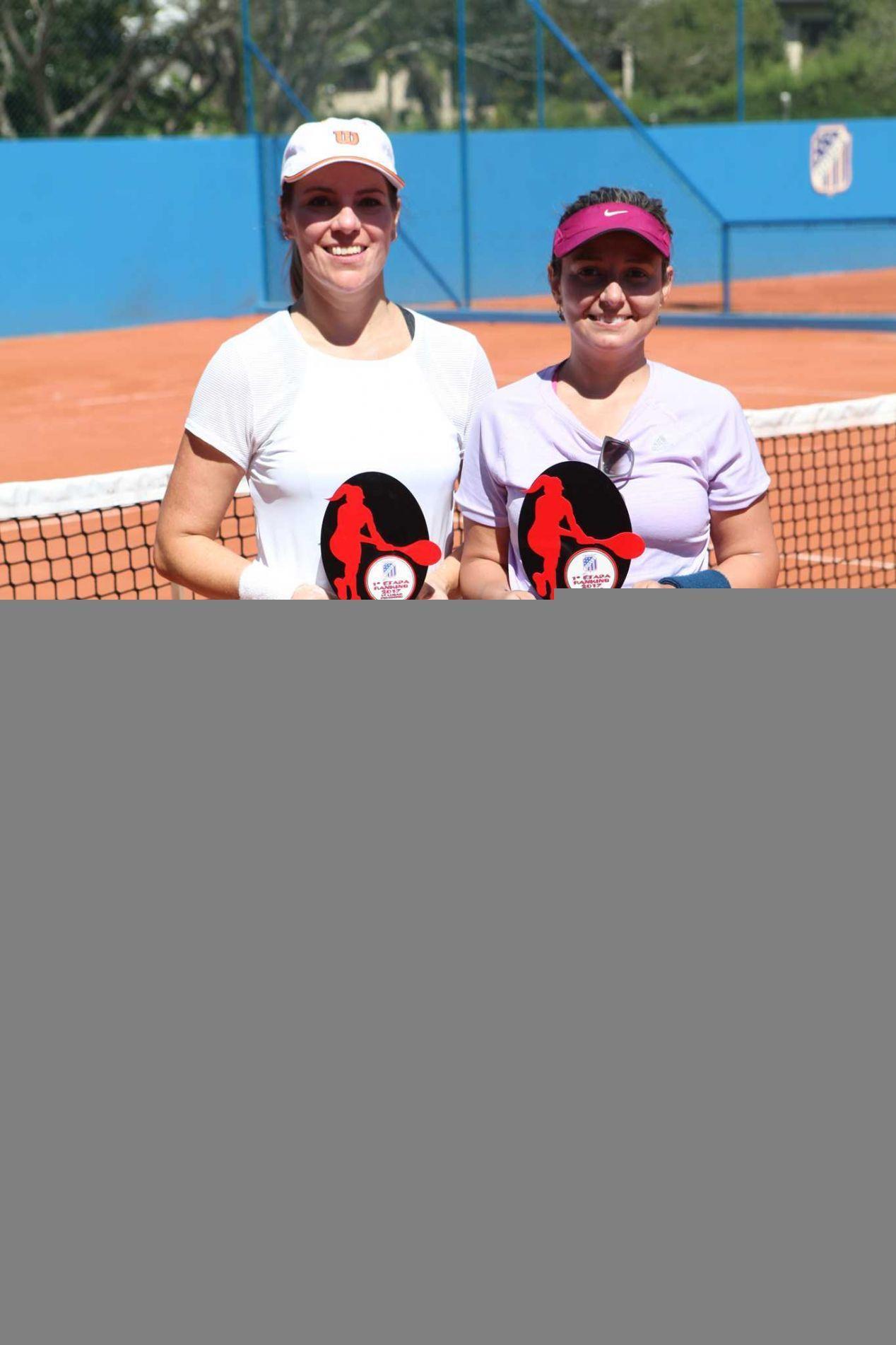 Andreia Piovesan e Caroline Bevilacqua, campeã e vice, respectivamente, do torneio.