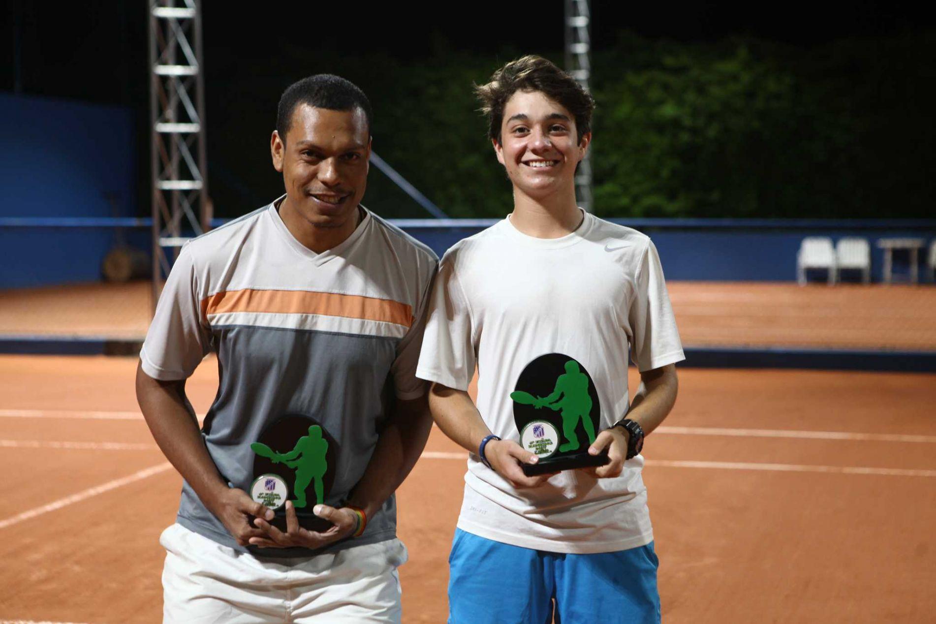 Categoria A: Campeão Lucas Cardoso (à direita) e vice Fladimir Chaves (à esquerda)