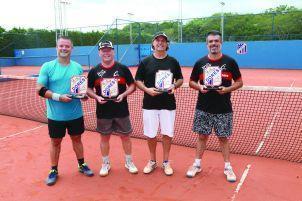 Categoria A: À esquerda a dupla campeã Paulo Cassol  e Antonio Mortari (Dores); À direita, Maurício Mezzomo e Carlos Mattos (Dores),  vice-campeões
