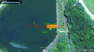 A parte do lago da Sede Campestre em que o pier da tirolesa ficará. A estrutura (representada em laranja) terá 9m de comprimento e 4m de largura e será onde os associados chegarão, ao final do percurso.