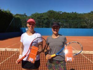 Paula Tasquetto (à direita da foto) foi a campeão e Andreia Piovesan (à esquerda da foto) ficou com o vice.