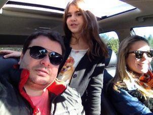 Mariana em viagem com os pais, Guilherme e Anne.